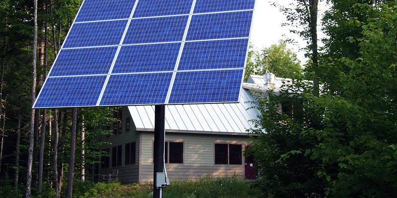 Pole mounted solar panel array
